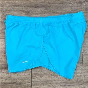 ✔️ Nike shorts